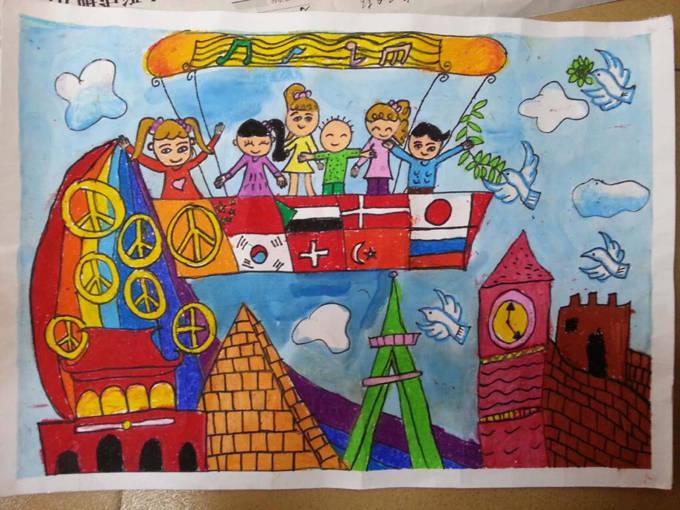 为了丰富学生的课余文化生活,展示琼海市第一小学学生的风采,全面提高学生的综合素质,进一步营造校园科技文化艺术氛围,推动校园文化建设再上新台阶。在元旦到来之际,特举办全校绘画比赛。 涂涂、画画、看看、说说、想想、玩玩是每个孩子的天性。美术教育正好凸显出孩子的天性。不仅能培养儿童对生活和美术作品中的感受力、欣赏力、表现力,还能发展儿童的观察能力、想象能力、创造能力。 一年级荣获一等奖学生作品欣赏  《元旦快乐》 王联洲 一(9)班 二年级荣获一等奖学生作品欣赏  《庆丰收》 陈子瑜 二(12)班 三年级荣获